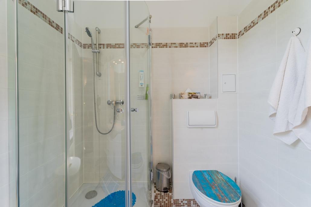 Wohnung Berlin - 1. Obergeschoss - Badezimmer mit Dusche