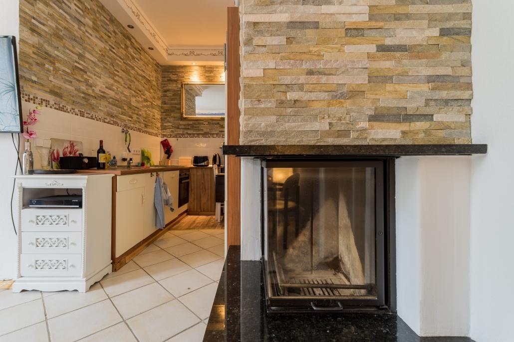 Küchenblick mit Kamin